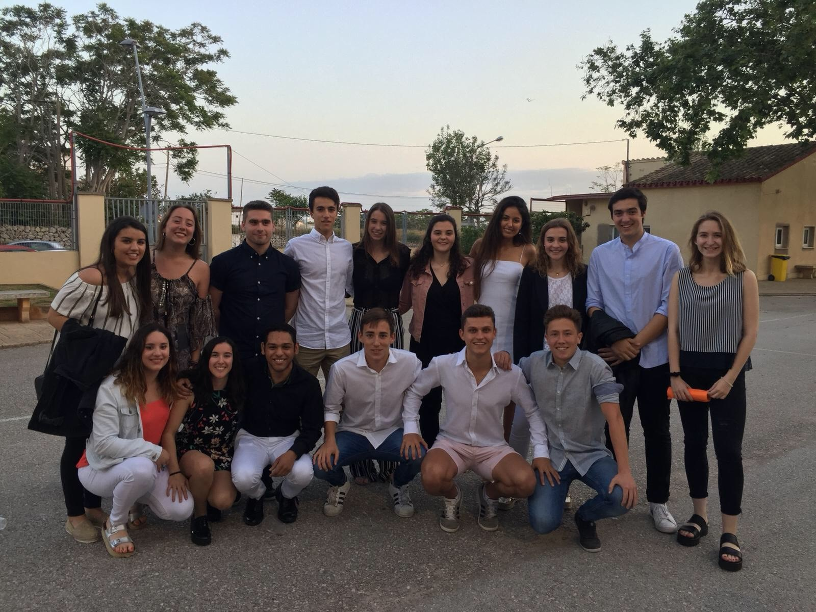 Antics alumnes del 2016 obtenen el títol de batxillerat al IES Joan Ramis