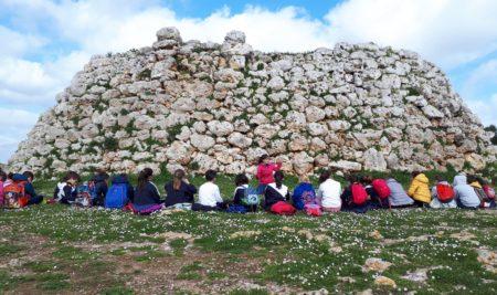 Els alumnes de 3r de primària visiten el poblat de Trepucó