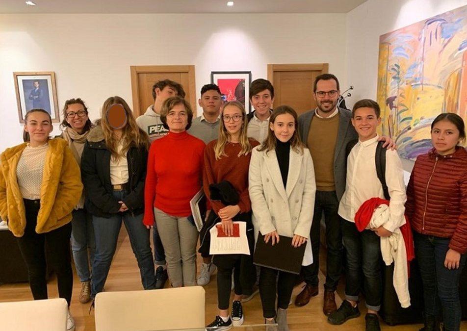 Els alumnes de 3r ESO-C són rebuts per l'Ajuntament de Maó